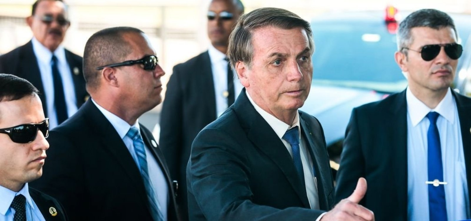 [Bolsonaro volta a defender reabertura do comércio ]