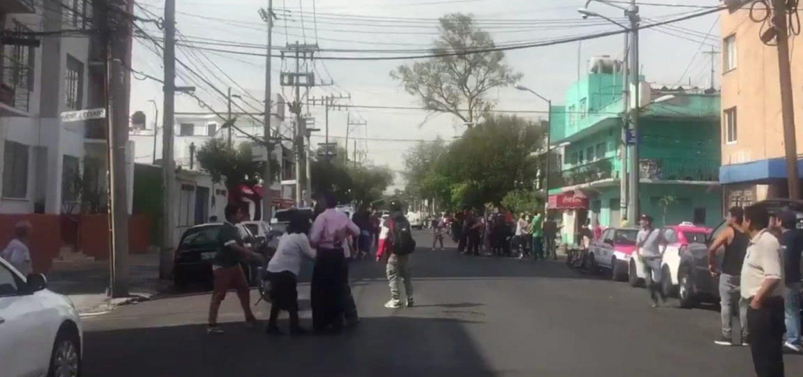 [Após terremoto de magnitude 7,5 atingir México, EUA emitem alerta de tsunami]