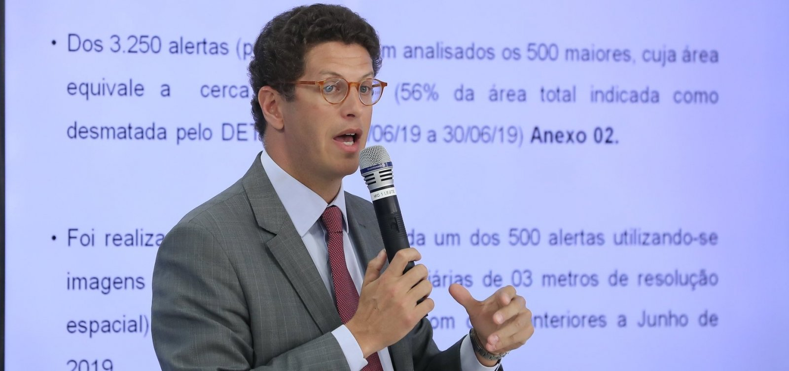 [Ministro do Meio Ambiente e Ibama são processados após denúncia de dados omitidos]