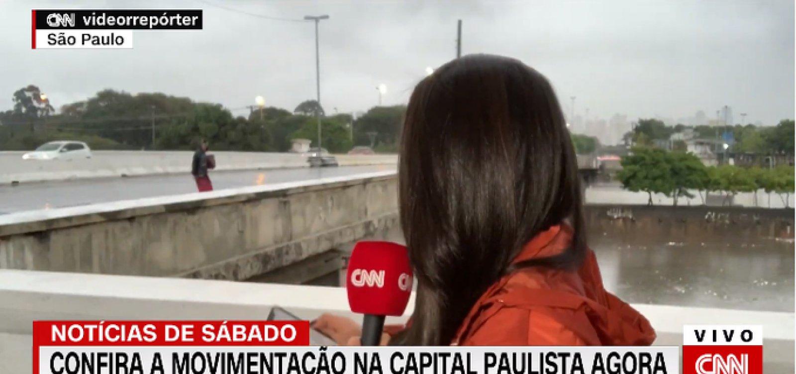 [Repórter da CNN Brasil é assaltada ao vivo; veja vídeo]