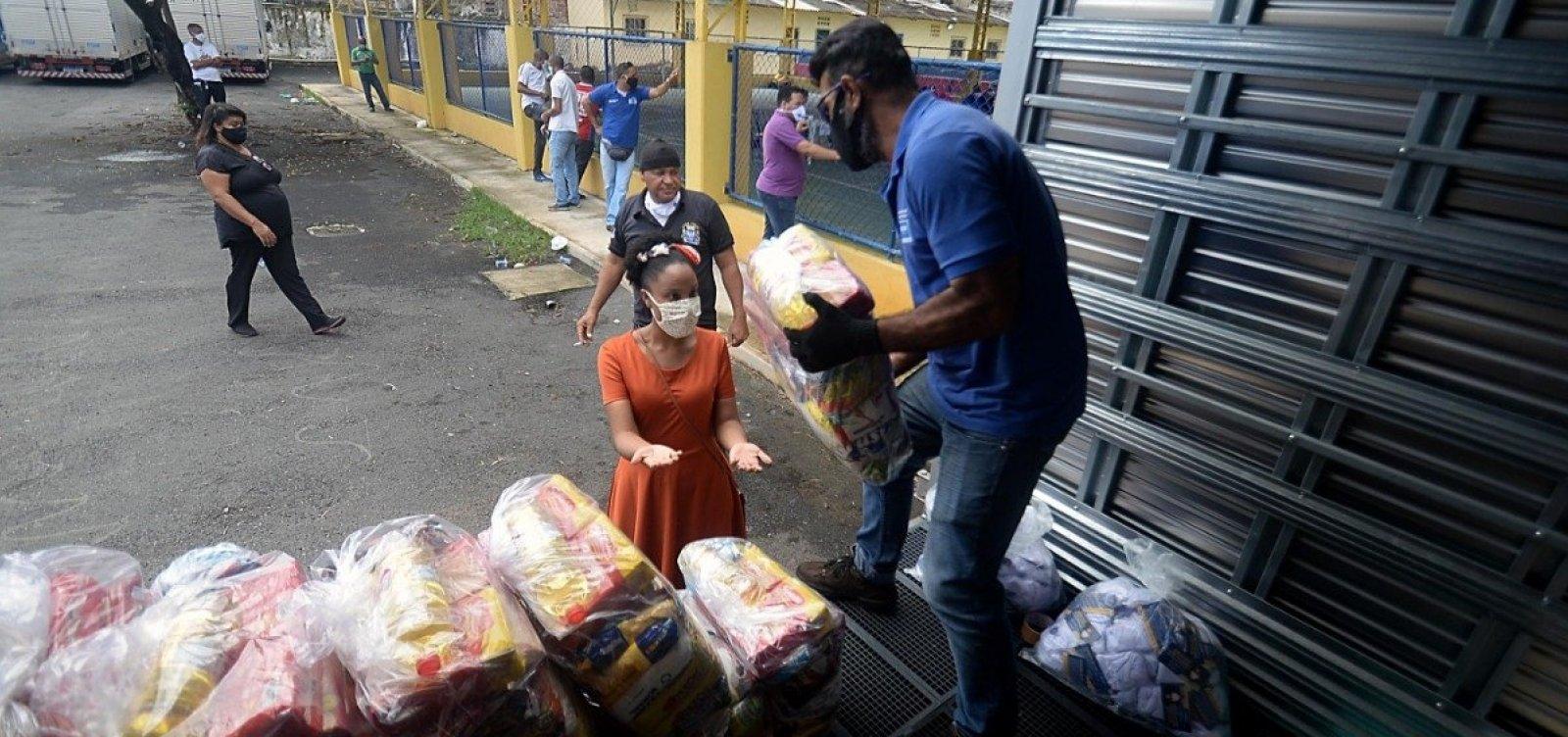 [Prefeitura distribui mais de 700 cestas para ambulantes de São Cristóvão]