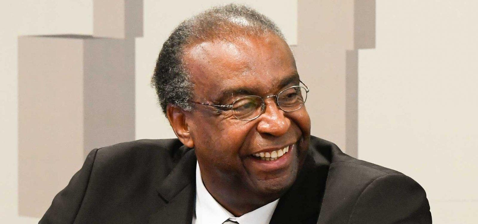 [Após revelações de fraudes, governo adia posse de ministro da Educação]