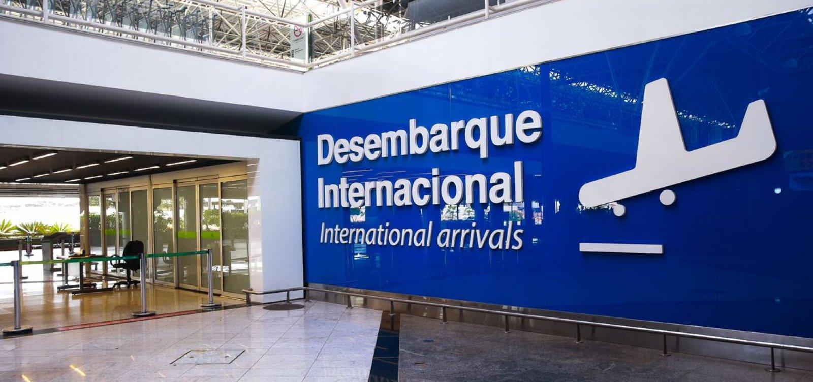 [Governo prorroga restrição para entrada de estrangeiros no Brasil]