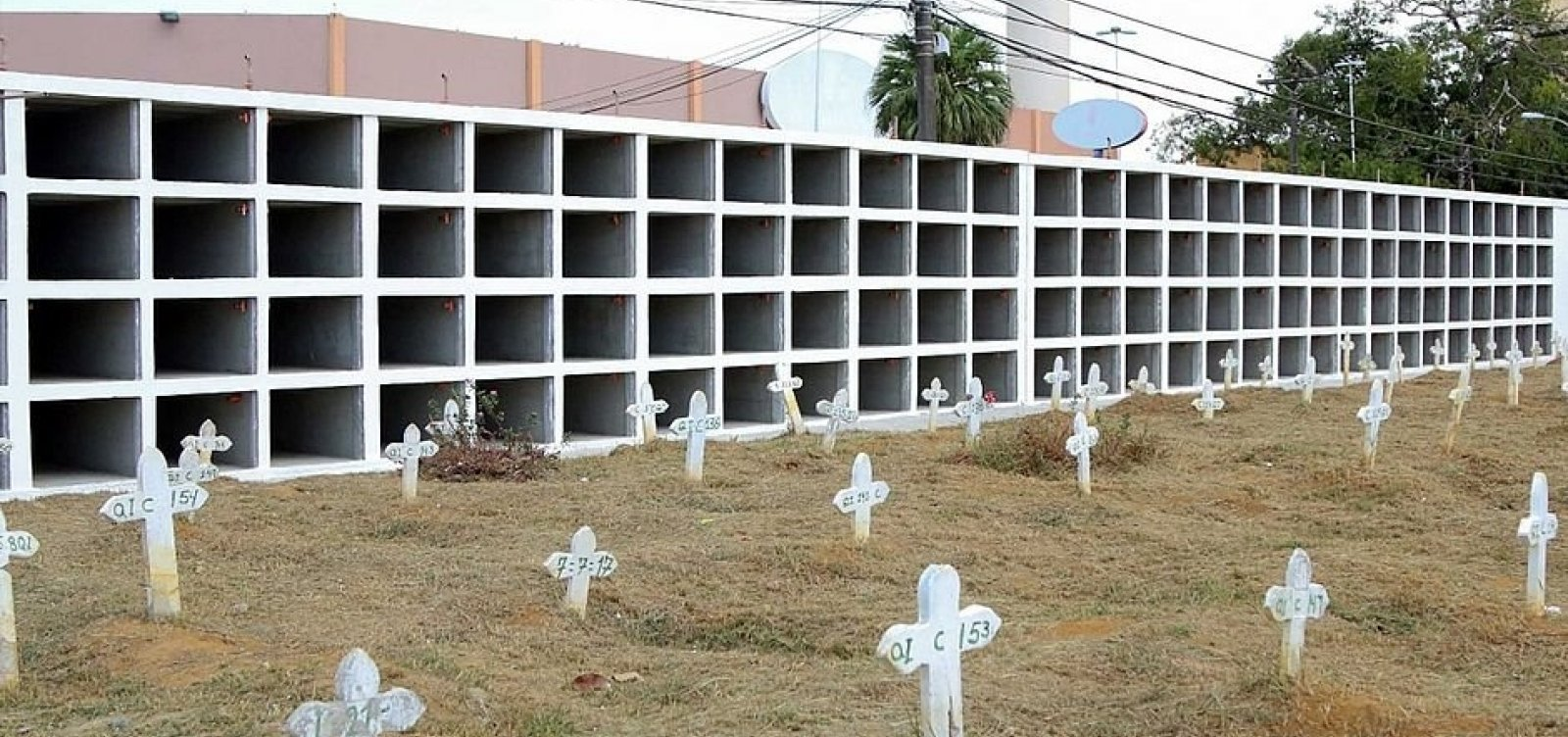 [Coronavírus: Salvador registra em junho mais de 10 sepultamentos diários em cemitérios municipais]
