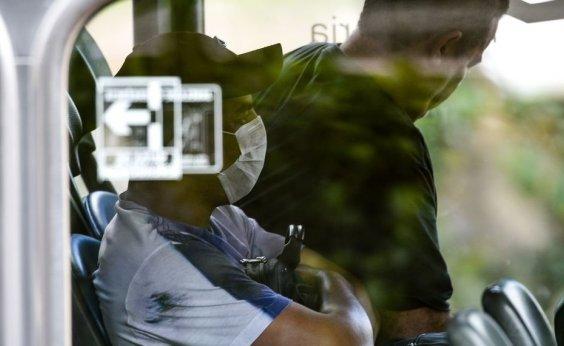 [Bolsonaro sanciona lei que obriga uso de máscara em espaços e transportes públicos]