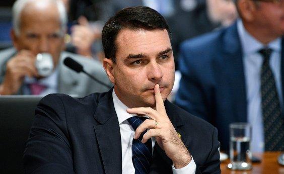 [MP intima Flávio Bolsonaro e esposa a depor sobre caso das rachadinhas na Alerj]