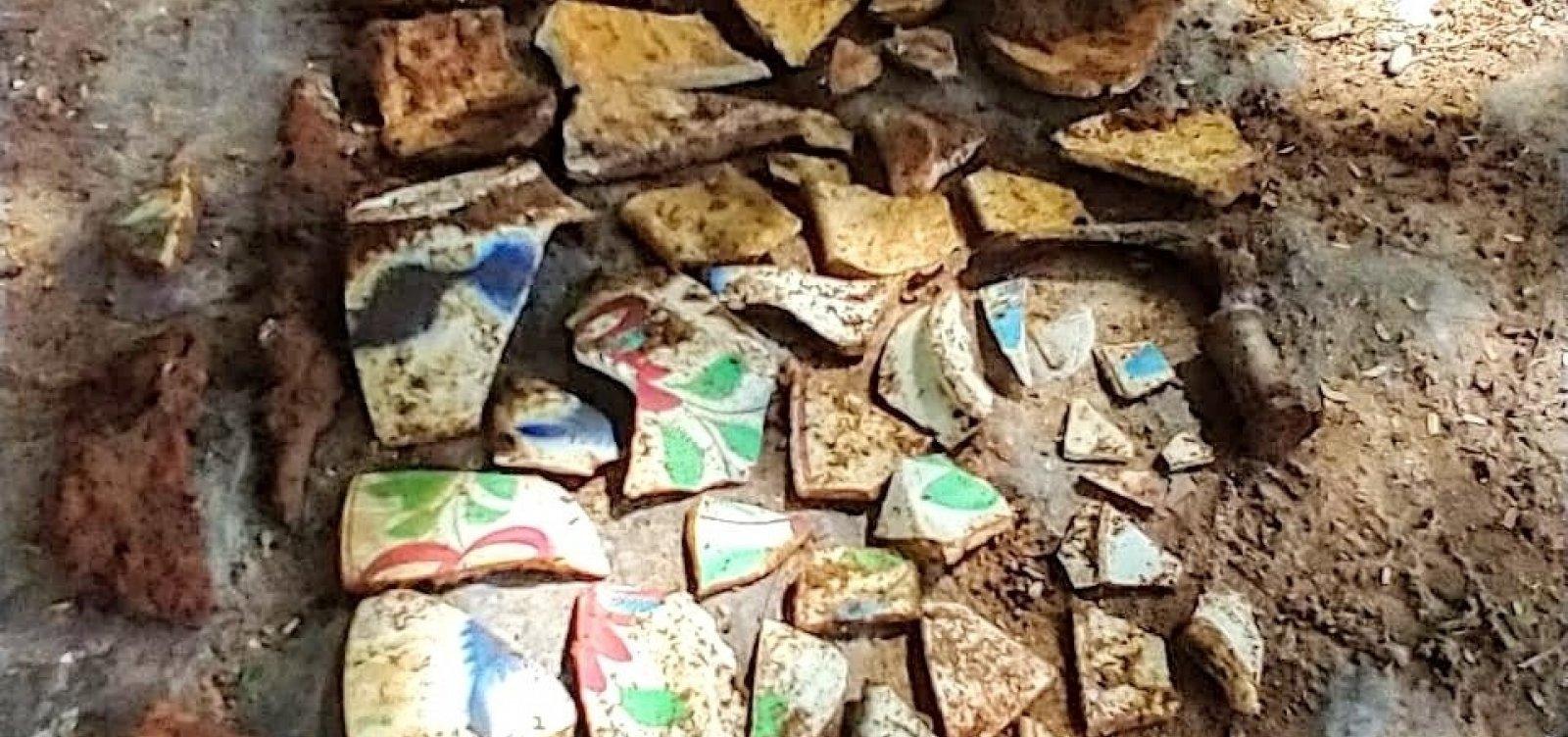 [Arqueólogos descobrem acervo do século XIX no bairro do Santo Antônio]