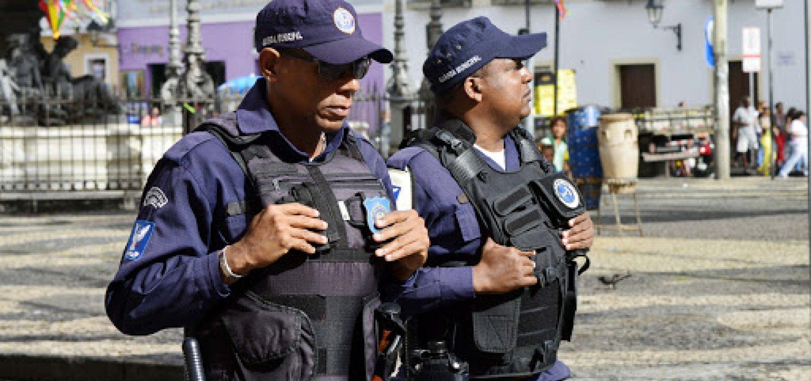 [PRF doa 200 pistolas Taurus e 20 mil munições para Guarda Municipal de Salvador]
