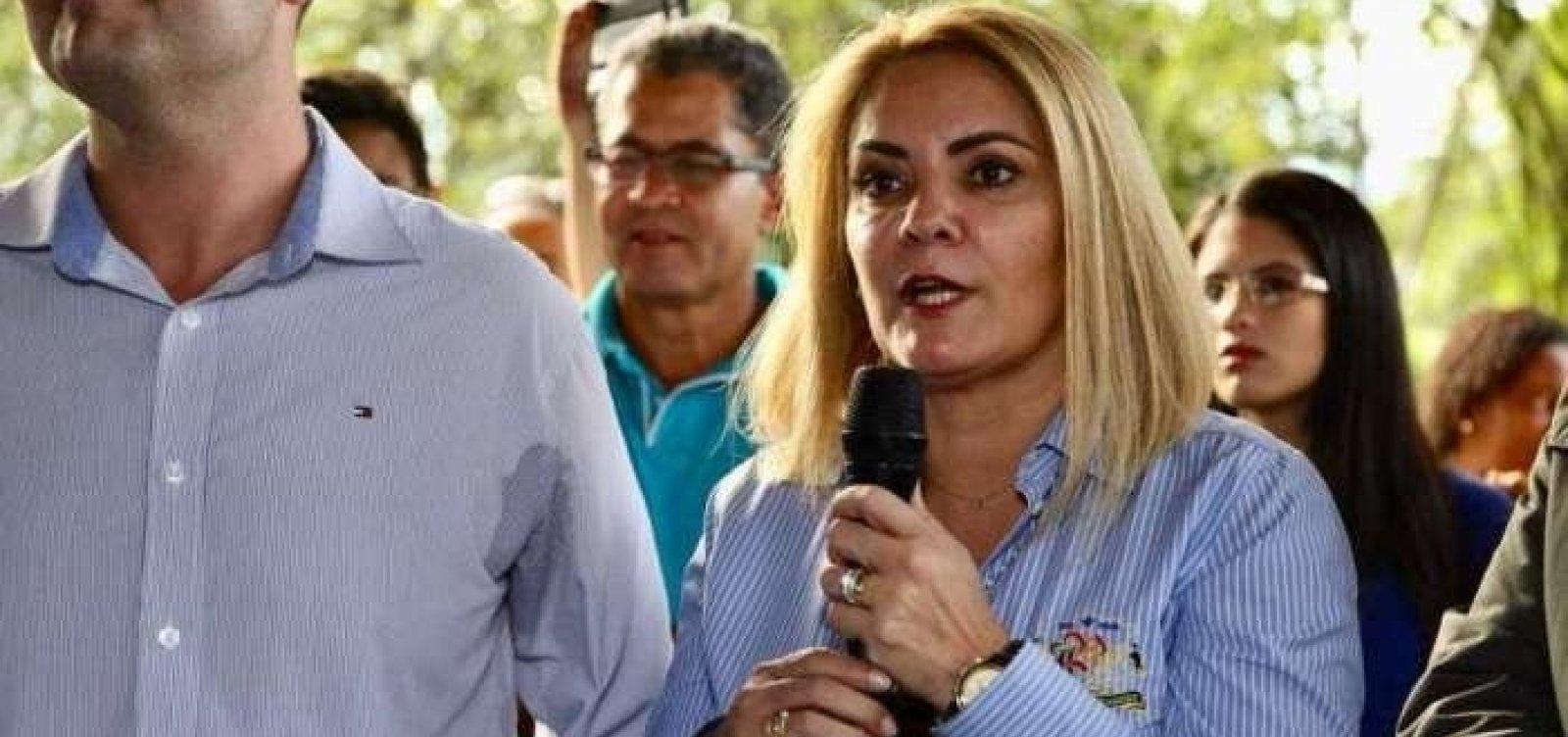 [MP-RJ intima ex-mulher de Bolsonaro a depor sobre 'rachadinha' no gabinete de Carlos Bolsonaro]