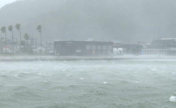 [ Após tempestade, 75 mil pessoas recebem ordens para evacuar casas no Japão; 13 estão desaparecidas]