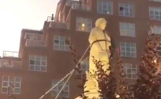 [Estátua de Cristovão Colombo é derrubada em Baltimore, nos EUA]