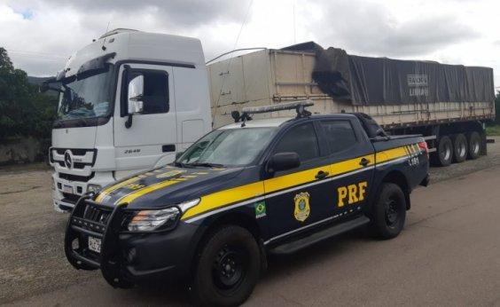 [Motorista é preso após transportar madeira ilegal com documentos falsos]