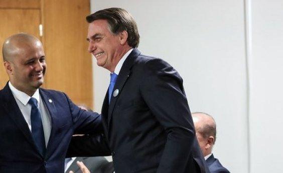 [Bolsonaro sonda deputado Major Vitor Hugo para o Ministério da Educação]