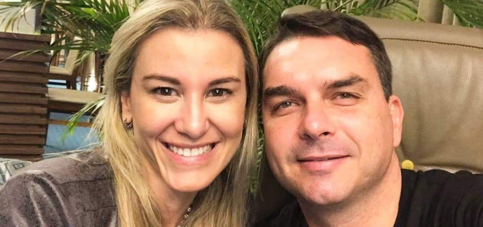 [Flávio Bolsonaro e esposa prestam depoimento ao MP]