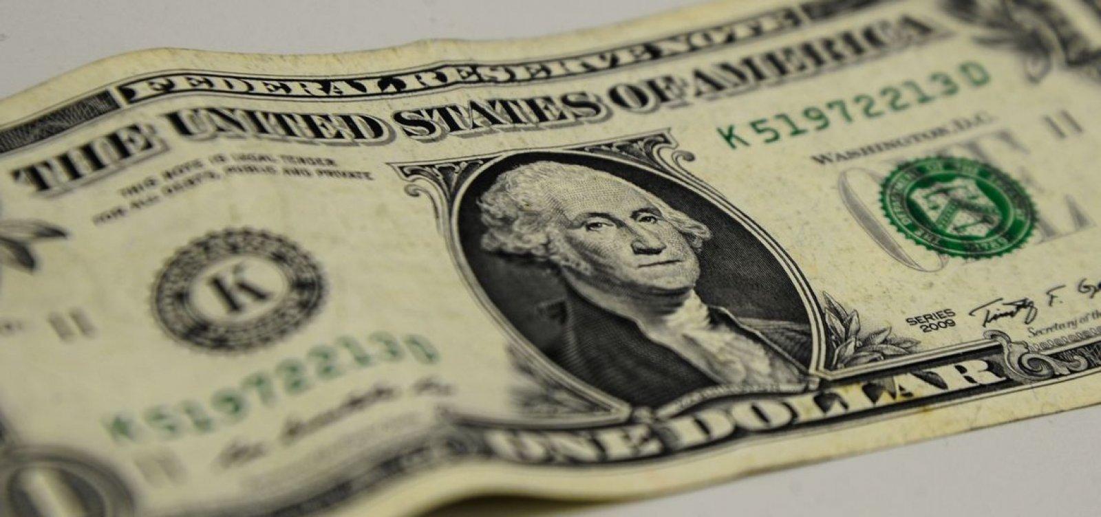 [Dólar fecha em queda após dados otimistas do varejo no Brasil]