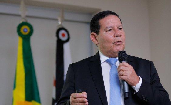 [Mourão minimiza vetos de Bolsonaro: 'indígena se abastece dos rios']