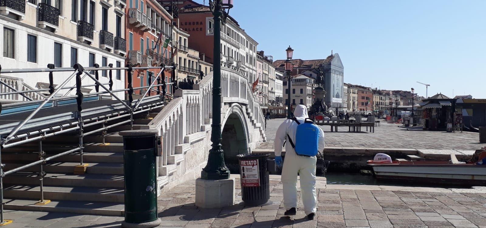 [Itália proíbe entrada de turistas do Brasil e de mais 12 países]