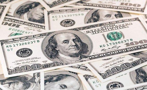 [Dólar fecha em alta de 1,2% atento a cenário externo]