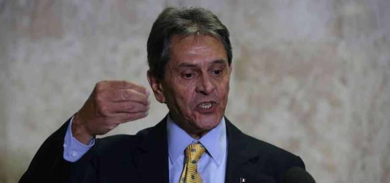 [Bolsonaro está 'muito inclinado' a ir para o PTB, diz presidente do partido Roberto Jefferson ]