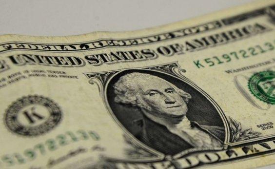 [Dólar fecha em queda vendido a R$ 5,35]