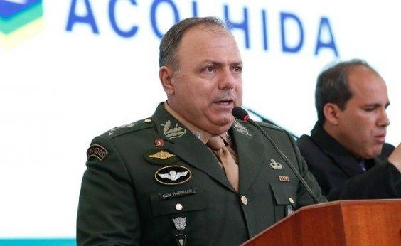 [Após críticas de Gilmar Mendes, Bolsonaro defende Pazuello: 'predestinado']