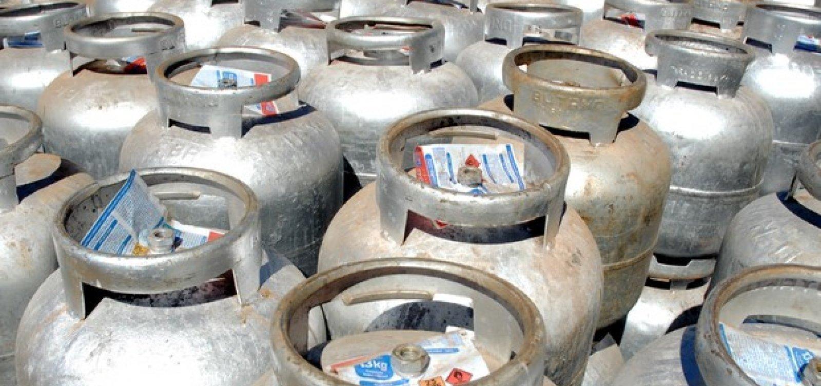 [Petrobras diz que vai doar dez mil botijões de gás a comunidades carentes]