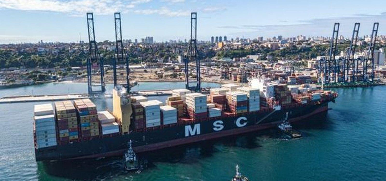 [Maior navio porta-contêiner em operação no Brasil atraca em Salvador]