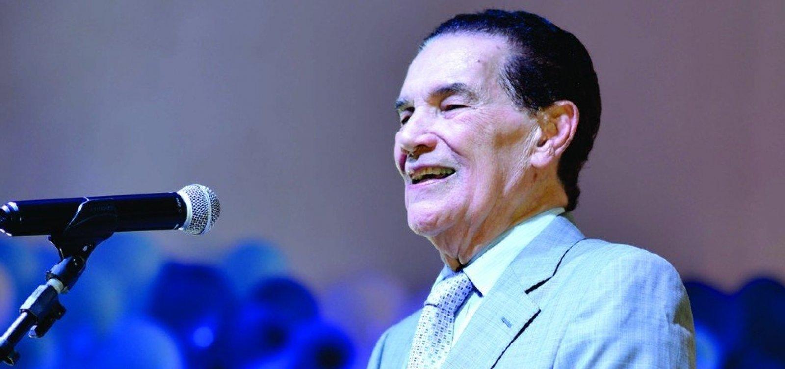 [Líder espírita Divaldo Franco é hospitalizado em SP para passar por cirurgia]
