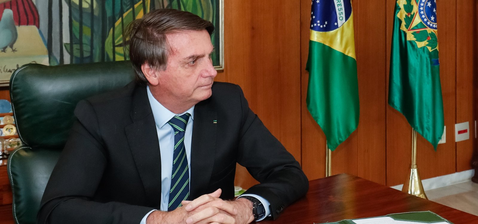 [Bolsonaro veta projeto que previa prioridade a mulher chefe de família no pagamento do auxílio emergencial]