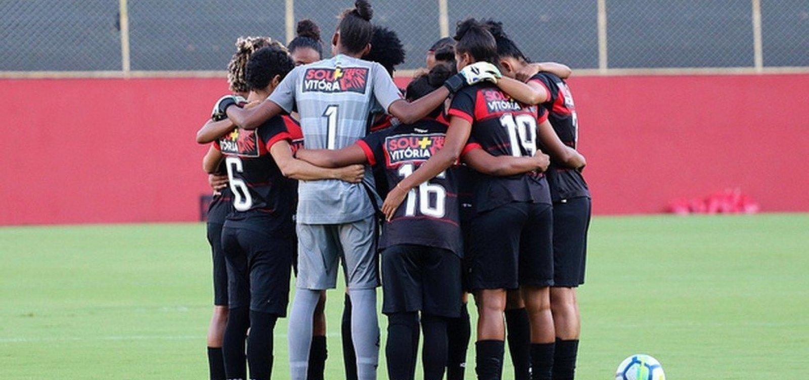 [Vitória quita dívida de R$ 30 mil com time feminino de futebol]