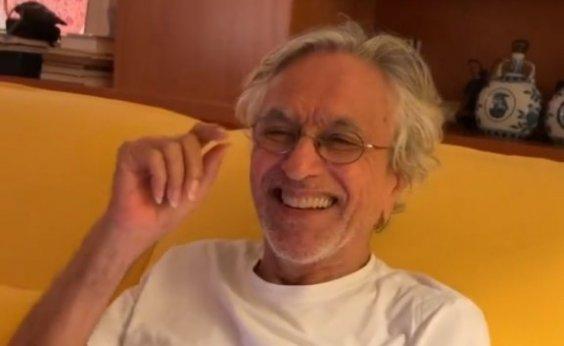 [Após apelos de fãs, Caetano Veloso anuncia live no dia de seu aniversário]