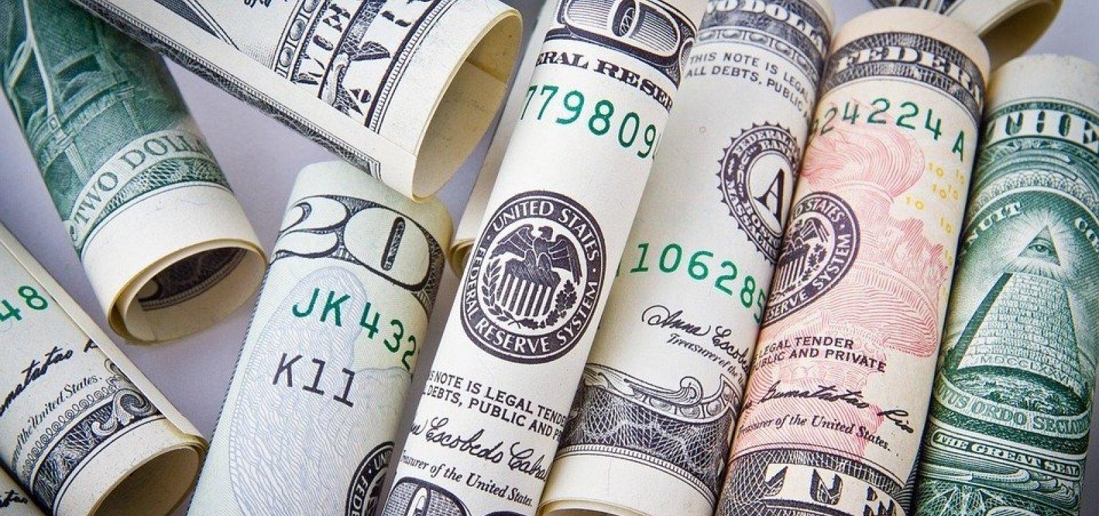 [Após contração recorde do PIB dos EUA, dólar fecha em queda]