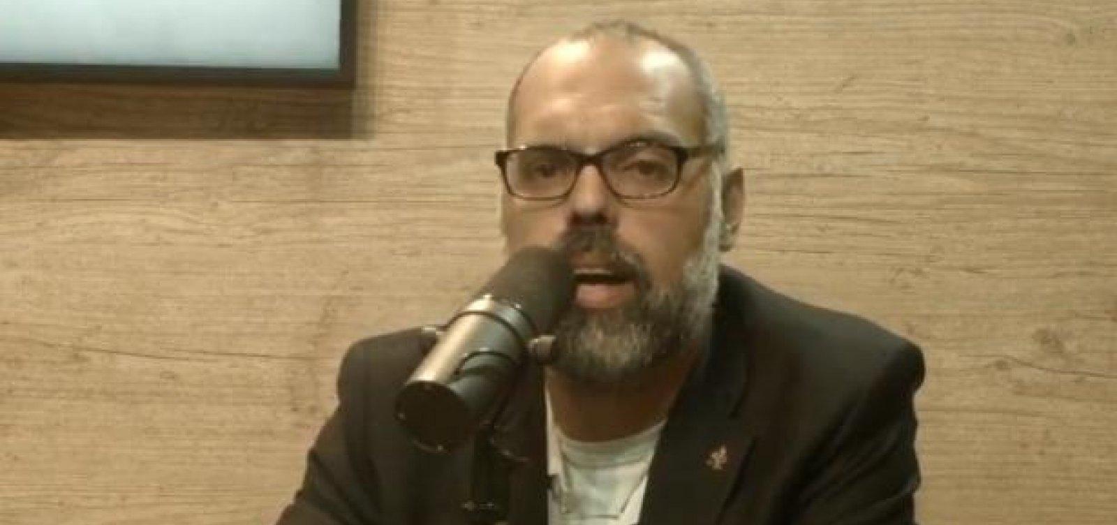 [Em live, blogueiro Allan dos Santos diz ter saído do Brasil]