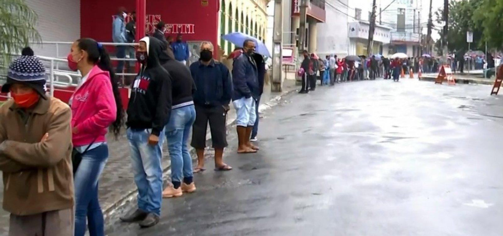 [Agências da Caixa registram filas enormes no interior baiano para saque de auxílio emergencial]