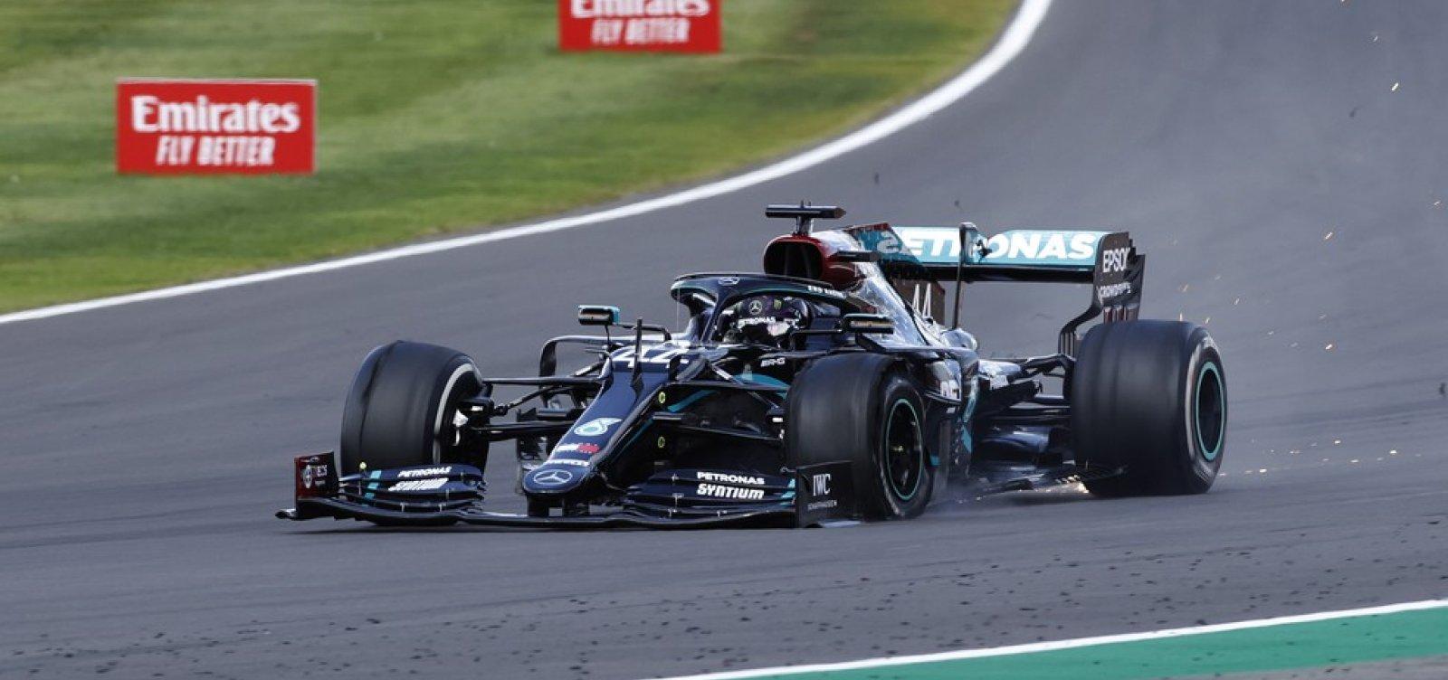 [Hamilton vence GP da Inglaterra após ter pneu furado na última volta]