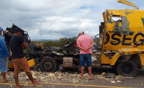 [Carro-forte parte ao meio após ser explodido em tentativa de assalto no norte da Bahia]