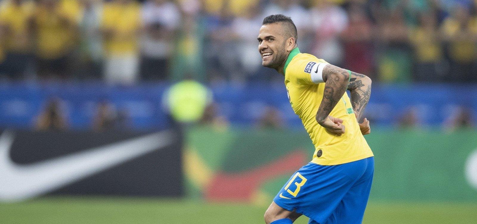 [Daniel Alves diz que torcida do Bahia o 'rechaçou' e fala de permanência no São Paulo]