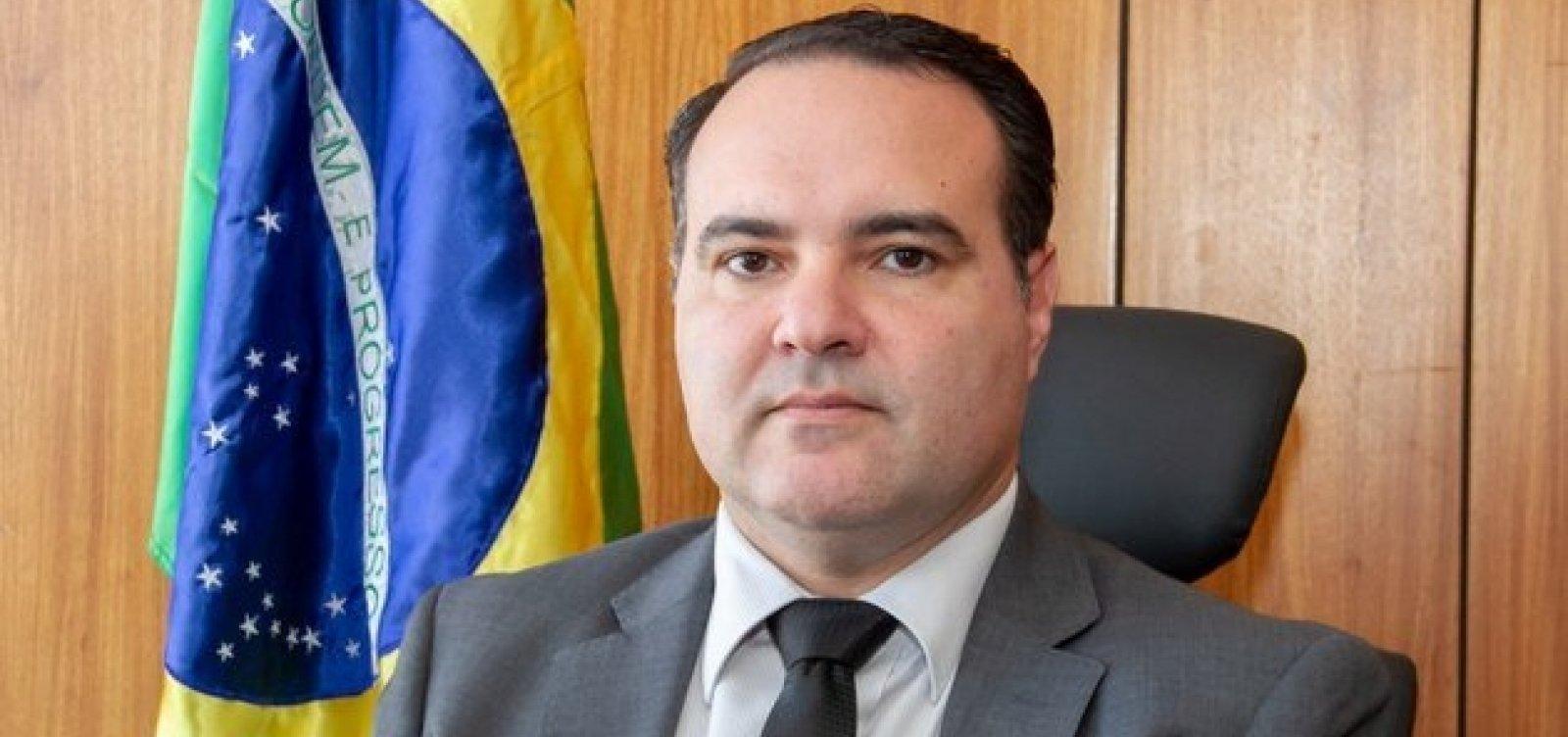[Mais um ministro de Bolsonaro é diagnosticado com Covid-19]