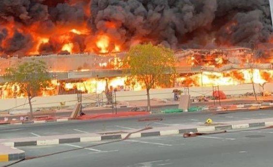 [Incêndio de grandes proporções destrói mercado em cidade nos Emirados Árabes; veja vídeo]