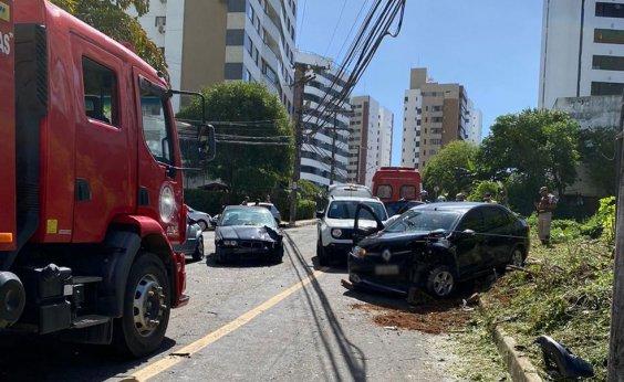 [Acidente entre carros deixa ao menos um ferido na Pituba ]