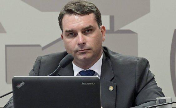[MP do Rio afirma que Flávio Bolsonaro usou R$ 86,7 mil em dinheiro vivo na compra de salas comerciais]