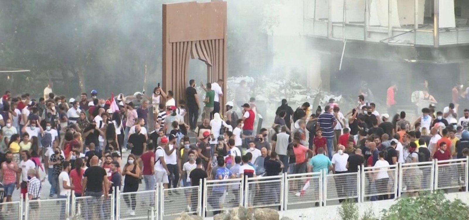 [Líbano tem segundo dia de protestos com confrontos; 2 ministros renunciaram]