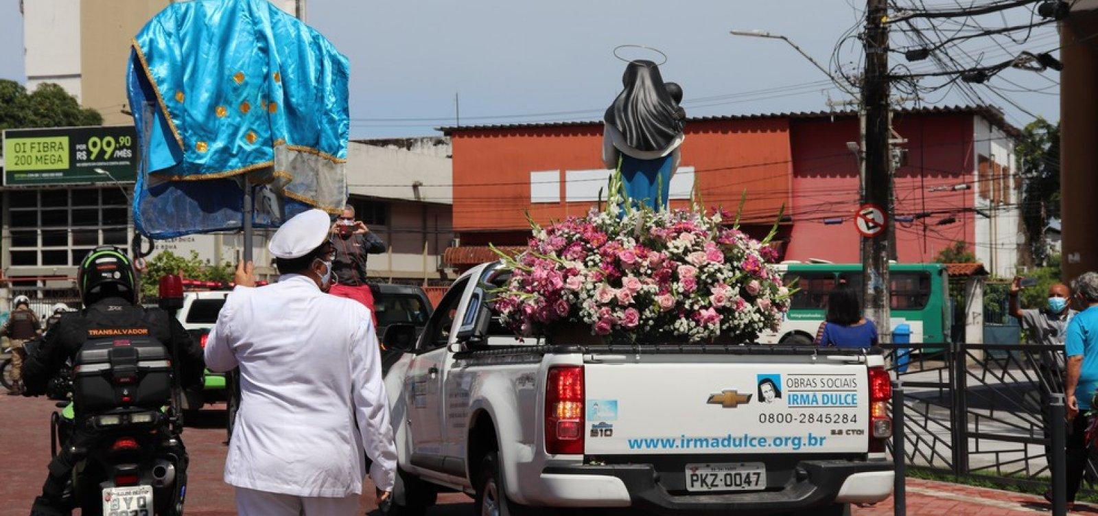 [Sem cortejo dos fiéis, imagem de Santa Dulce dos Pobres percorre ruas de Salvador]