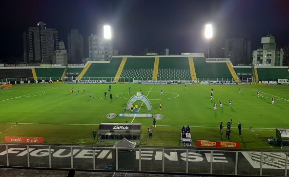 [Vitória arranca empate com Figueirense em Santa Catarina]