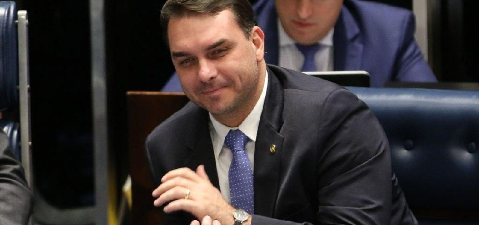 [Flávio Bolsonaro diz não lembrar de pagamento em espécie por imóvel no RJ]