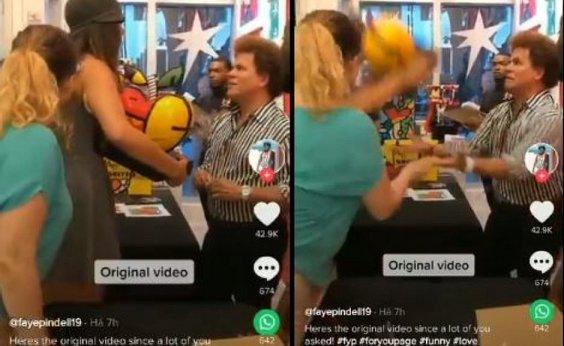 [Veja vídeo: Mulher destrói obra de Romero Britto na frente do artista]