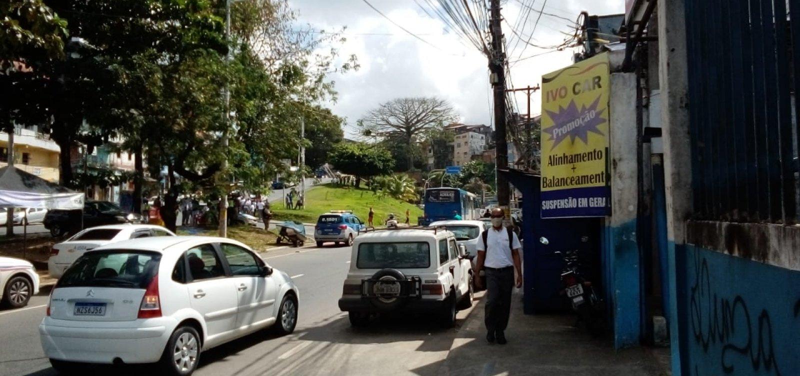 [Grupo de rodoviários faz manifestação na entrada da Estação da Lapa]