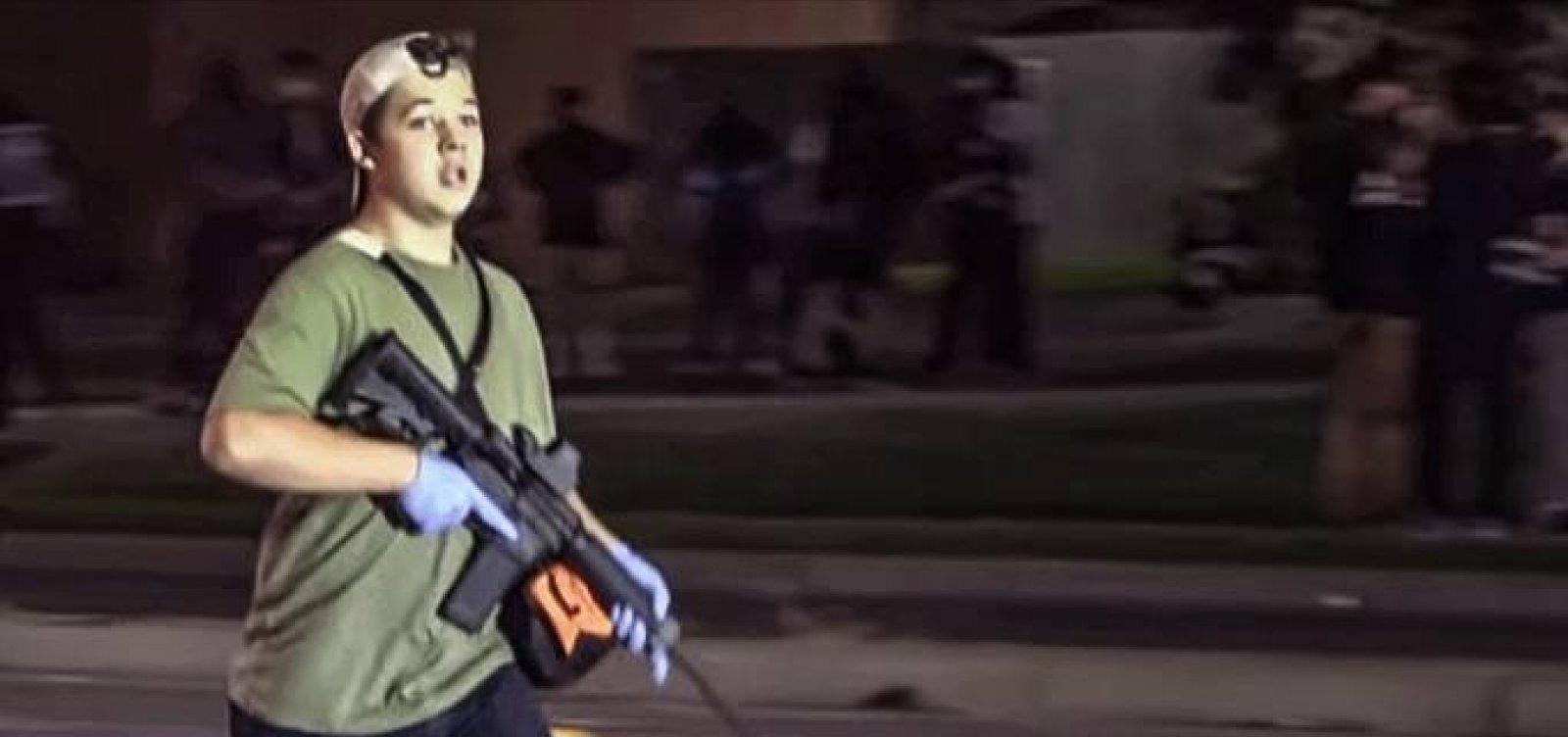 [Supremacista de 17 anos é preso acusado de matar manifestantes antirracistas nos EUA]