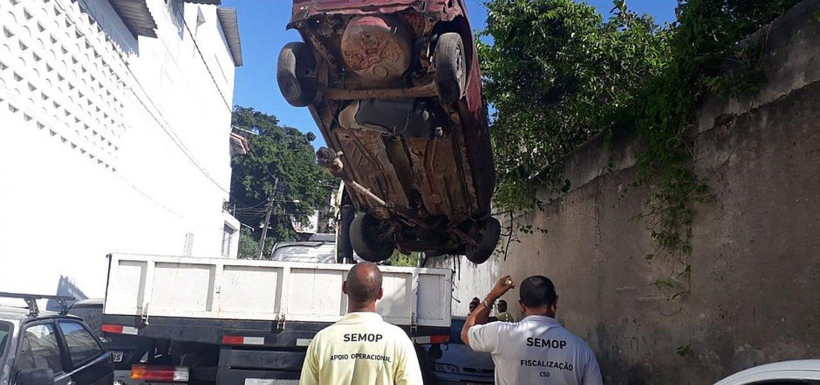 [Operação Sucata retira 35 veículos abandonados em bairros de Salvador]