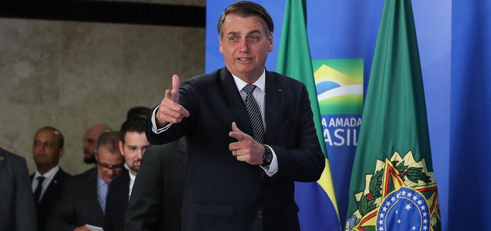 [Ao lado de criança, Jair Bolsonaro faz piadas sobre pessoas gordas e misoginia]